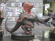 """Dragón de muestra para ilustrar la ligereza de la figura en su uso en los bailes de """"Diables"""". Porex y poliurea. www.eliasalvarez.com"""