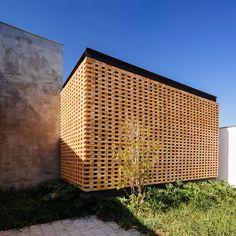 Gallery of Studio in Jardim Paulista / grupoDEArquitetura - 4 Architecture Art Design, Brick Architecture, Brick Design, Facade Design, Brick Facade, Facade House, Brown Brick Houses, Brick Works, African House