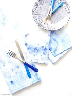 DIY watercolor napkins - learn to make these easy napkins in any color for your summer parties! BirdsParty.com @BirdsParty