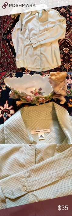 100% cotton Banana Republic shirt Gently used but in great condition. Great work blouse. 💝 15% off on 3 items and more. Save on shipping 💝 Many items under $10  💝 No trades ❌ Banana Republic Tops