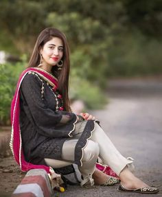 Discovered by Find images and videos on We Heart It - the app to get lost in what you love. Beautiful Pakistani Dresses, Dresses Elegant, Stylish Dresses For Girls, Stylish Girls Photos, Stylish Girl Pic, Casual Summer Dresses, Summer Dresses For Women, Eid Dresses, Summer Suits