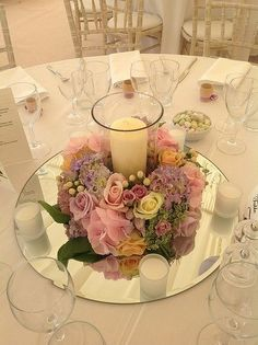 Olha que charme o Sousplat de espelho no arranjo de mesa com vela!     Gostou? Temos outros modelos de velas disponíveis em nosso site!      Acesse: www.artesanatoddd.com.br        #arranjo #arranjodeflores #flores #decoracao #decorar #florista #decorador #decoradora #cerimonialista #cerimonial #casamento #festas #eventos #floricultura #cenografia #cenografiadeeventos #decoradores #ornamentacao #paisagismo #paisagista #casamentodeluxo #bodasdecasamento #debutantes  #paisagista #instafesta…