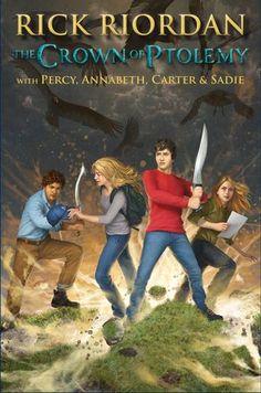 LA CORONA DE PTOLOMEO...es la secuela de El Báculo de Serapis, y el primer crossover entre Percy, Annabeth, Carter y Sadie.