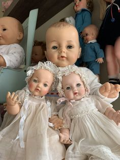 Ideal Bye Bye Baby with Ideal Bonnie Baby, (left) & Madame Alexander Cherub Baby, 1960 (right) Pretty Dolls, Beautiful Dolls, Toddler Dolls, Baby Dolls, Cherub Baby, Bye Bye Baby, Vintage Madame Alexander Dolls, Dolly Doll, Dolls Prams
