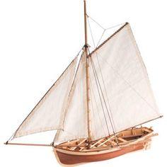 HMS BOUNTY JOLLY BOAT - Maqueta realizada en madera del bote en el que fue embarcado William Bligh con 18 marineros leales tras el motín en el HMS Bounty en 1789. Consiguió navegar 3500 millas náuticas y llevar a tierra a su tripulación sana y salva. // Captain Blight and 18 loyal crew members were torced by the mutineers into one of the three small lifeboats and were cast adrift. Powered by a large sail and with four men rowing at a time, covered 3,600 miles and reached port safe and sound.