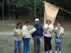 jovenes que terminaron su manual de campamento y se certificaron como lideres campistas de las Mujeres Jovenes