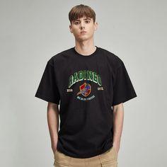 #그래픽 #반팔 #티셔츠 #라디네오 #여름 #디자인 #룩북 #룩 #블랙 #오버핏 #반팔디자인 #그래픽디자인 Mens Tops, T Shirt, Black, Fashion, Supreme T Shirt, Moda, Tee Shirt, Black People, Fashion Styles