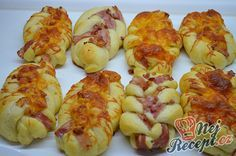 Small ham and cheese yeast braids Sweets Recipes, Appetizer Recipes, Snack Recipes, Amazing Food Decoration, A Food, Food And Drink, Homemade Cornbread, Czech Recipes, Ham And Cheese