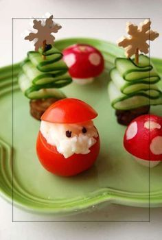 Easy Christmas Party Food Ideas and RecipesFind yummy and festive Christmas … - Noel - christmas Christmas Finger Foods, Christmas Party Food, Xmas Food, Christmas Appetizers, Christmas Cooking, Christmas Diner Ideas, Creative Christmas Food, Christmas Meals, Candy Cane Christmas