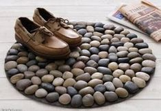 Do-it-Yourself Project: A Door Front Door Mat Suitable for Your Home in the … – DIY Home Decor Unique Home Decor, Diy Home Decor, Cool Doormats, Indoor Crafts, Front Door Mats, Do It Yourself Projects, Rock Crafts, Pebble Art, Pebble Painting
