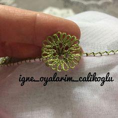@igne_oyalarim_calikoglu 👈 #igneoyasimodelleri #sunum #elemeği #göznuru #ceyizlik #havlu #moda #cool #mutfakhavlusu #namazörtüsü #tülbent… Crochet Unique, Needle Lace, Hacks, Hand Embroidery, Tatting, Knots, Beads, Beautiful, Jewelry