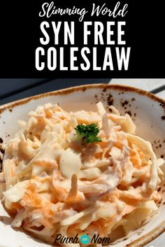 Coleslaw is a classic side dish to accompany salads and there's a lot of Slimming World recipes out there. This is how we make our Syn Free Coleslaw. astuce recette minceur girl world world recipes world snacks Slimming World Free Foods, Slimming World Dinners, Slimming Eats, Slimming Recipes, Slimming World Potato Salad, Slimming World Lunch Ideas, Slimming World Fakeaway, Slimming World Jacket Potato, Slimming World Recipes Syn Free Chicken
