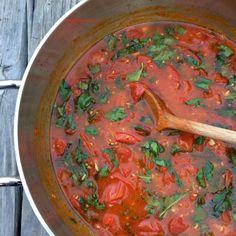Spaghettis à la sauce tomate cerise et basilic. La simplicité au rendez-vous pour le plaisir de tous.