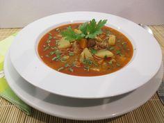 Készítheted bográcsban vagy lábasban, mindkét módon finom, csak a mennyiségekre ügyelj! Thai Red Curry, Ethnic Recipes