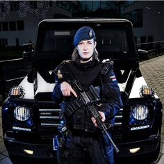 VK is the largest European social network with more than 100 million active users. Military Women, Military Police, Army, Israeli Female Soldiers, Safety And Security, Call Of Duty, Law Enforcement, Swat, Chile