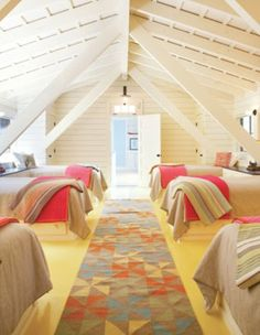 This would be a cool big room for all the kids at a vacation home. This would be a cool big room for Bunk Rooms, Attic Rooms, Attic Spaces, Attic Bed, Small Spaces, Cabin Plans, House Plans, Sleepover Room, Deco Kids