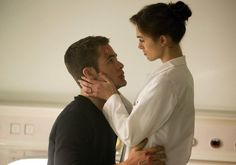 Still of Keira Knightley and Chris Pine in Jack Ryan: Operación Sombra (2014)