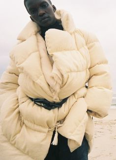 amazing oversized puffy coat with contrast rope tie!!!