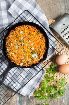 La tortilla de zanahoria es mi favorita, dulce y sabrosa es perfecta todo el año, la puedes servir con ensaladas o proteínas. No dejes de probarla.