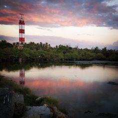 #sunset on #puthuvype #lighthouse ... #atardecer en el #faro de #puthuvype ... #reflejos #kerala #cochi #kochin #kochi #Cochin #waterreflection #cloud #nice #nuves #mimejorfoto #atardeceres #india #indiansunset