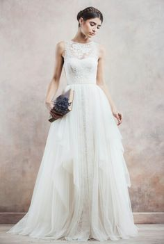 Elegant Tulle Lace Wedding Dresses A-Line Tiered Sweep Train Bridal Gowns