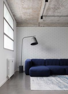Union Wharf: A Waterside Home in London Inspired by Canal Boats - Design Milk Lounge Design, Boat Design, Style Asiatique, Beton Design, Structure Metal, Canal Boat, House Extensions, Sofa Furniture, Minimalist Home
