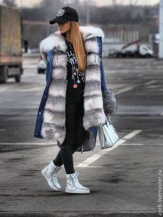 Купить или заказать Парка из светлой джинсы с мехом шикарной полярной лисы в интернет-магазине на Ярмарке Мастеров. Шикарная парка из Итальянской светлой джинсы с мехом полярной лисы! МЕГА тёплая и комфортная парка, мех полностью по всей парке. Меховой капюшон (кобра) и меховые отвороты на рукавах. Шикарная и статусная вещь!!! Возможен пошив в любом доступном цвете!
