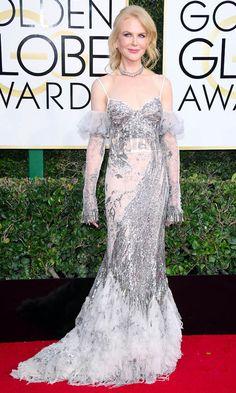 Nicole Kidman llevó un vestido de encajes y pedrería de Alexander McQueen