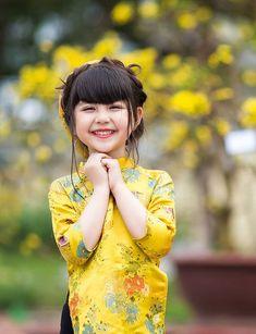 Cute Little Baby Girl, Little Girl Photos, Beautiful Little Girls, Little Girl Dresses, Beautiful Children, Beautiful Babies, Cute Girls, Cute Babies, Baby Girl Images