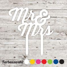 """Cake topper Mr & Mrs: Schlichter Cake topper mit dem Schriftzug """"Mr & Mrs"""" - perfekt für die Hochzeitstorte ♥ Gesamthöhe: 83 mm, Motiv: 95x61 mm ♥ ..."""