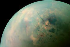 Evidências recentes sugerem que algumas reações químicas podem levar à formação da vida onde não existe água. A vida pode existir em Titã, lua de Saturno.