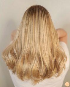 Warm Blonde Hair, Honey Blonde Hair, Balyage Long Hair, Straight Hairstyles, Cool Hairstyles, Good Hair Day, Gorgeous Hair, Hair Hacks, Dyed Hair