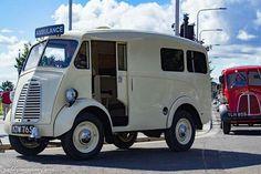 Morris J Ambulance Antique Trucks, Vintage Trucks, Antique Cars, Classic Trucks, Classic Cars, Step Van, Day Van, Mini Bus, Morris Minor