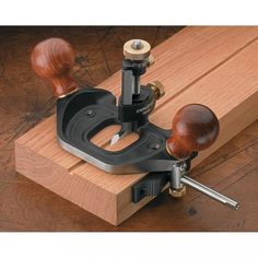 Veritas Router Plane - Planes - Specialist - Planes, Spokeshaves & Scrapers - Hand Tools | Axminster Tools & Machinery