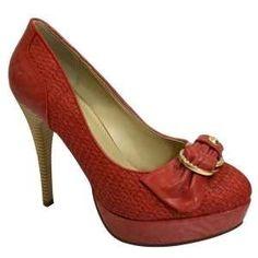 vous présente sa collection 2012 de sandales femme. La ballerine reste l'accessoire indispensable pour l'été.