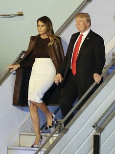 Click through the gallery to see the best photos of first lady Melania Trump wearing Manolo Blahnik BB pumps, one of her favorite styles. Melania Trump Shoes, First Lady Melania Trump, Trump Melania, Trump Love, Malania Trump, Ivanka Trump, Manolo Blahnik, Milania Trump Style, Looks Kate Middleton
