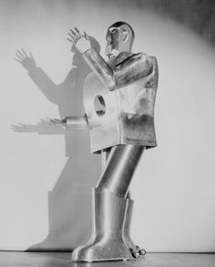 "ELEKTRO ""THE MOTO MAN"" 1939 - RETRO ROBOTS AND ROBOTIC ART"