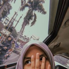 gaenak kalo jilbabnya kaya gini,runcing ngga,bulet jg ngga Aesthetic Photo, Aesthetic Girl, Aesthetic Pictures, Foto Mirror, Casual Hijab Outfit, Hijab Chic, Hijab Stile, Girls Mirror, Islamic Girl