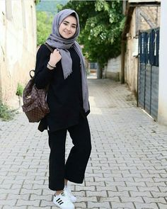 Discover recipes, home ideas, style inspiration and other ideas to try. Street Hijab Fashion, Muslim Fashion, Modest Fashion, Korean Fashion, Girl Fashion, Fashion Outfits, Casual Hijab Outfit, Hijab Chic, Casual Outfits