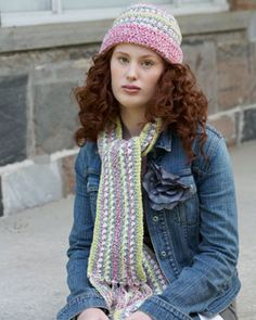 Cute crochet set with vertical stripes and fun fringe. Shown in the new shades of Bernat Denimstyle.