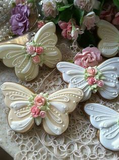 Butterflies Gingerbread butterfly cookies decorated with piped royal icing, and a sparkling of pixie dust Cookies Cupcake, Fancy Cookies, Iced Cookies, Cute Cookies, Easter Cookies, Royal Icing Cookies, Cookie Favors, Heart Cookies, Valentine Cookies