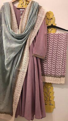 Pakistani Fashion Casual, Pakistani Dresses Casual, Indian Fashion Dresses, Dress Indian Style, Pakistani Dress Design, Punjabi Fashion, Indian Wear, Stylish Dresses For Girls, Stylish Dress Designs