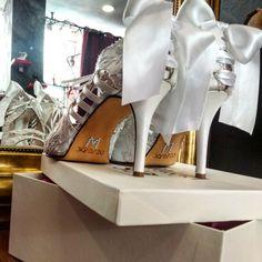Χειροποίητα Νυφικά παπούτσια με δαντέλα! Ημερομηνία γάμου και μονογράμματα του ζευγαριού τα κάνει πιο ιδιαίτερα! Lace Bridal Shoes, Vintage Bridal, Stella Mccartney Elyse, White Lace, Swarovski, Fashion, Moda, Fasion, Fashion Illustrations