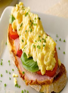 Low FODMAP and Gluten Free Recipe - Ham and Tomato Scrambled egg   http://www.ibssano.com/low_fodmap_spinach_ham.html