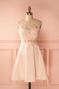 Robe cocktail de dentelle pêche avec broderies - Peach lace cocktail dress with embroideries