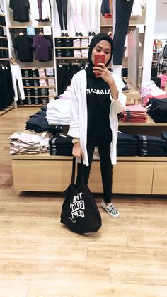 Niqab Fashion, Modern Hijab Fashion, Street Hijab Fashion, Hijab Fashion Inspiration, Fashion Outfits, Hijab Gown, Hijab Style Dress, Casual Hijab Outfit, Ootd Hijab