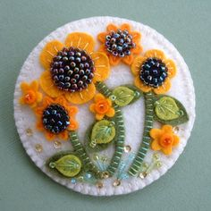 Felt Beaded Sunflower Pin by Beedeebabee on Etsy Felt Embroidery, Felt Applique, Instruções Origami, Felted Wool Crafts, Felt Decorations, Felt Brooch, Felt Fabric, Felt Hearts, Felt Diy