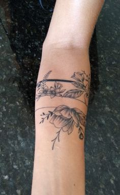 - Les images impressionnantes de dekoration gartenparty que l'on propose pour vous Une image de qua - Vine Tattoos, Flower Tattoos, Body Art Tattoos, Small Tattoos, Sleeve Tattoos, Pretty Tattoos, Beautiful Tattoos, Cool Tattoos, Piercings