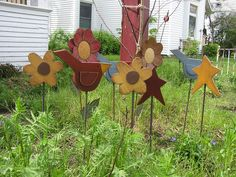 Birds Stars and Flowers. Locally made in WI USA … Summer Crafts, Fun Crafts, Diy And Crafts, Primitive Crafts, Primitive Garden Decor, Wood Projects, Craft Projects, Wi Usa, Wood Flowers