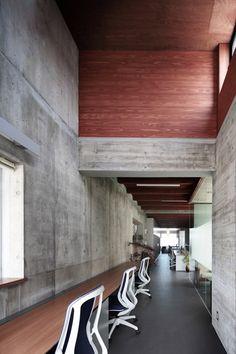 Yoshiyasu Mizuno creates raw concrete office block for fish-processing plant.